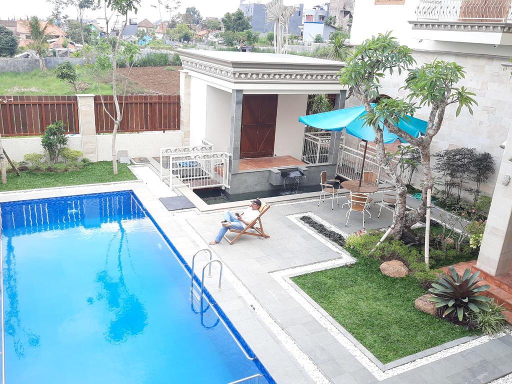 Ayana Villa Batu